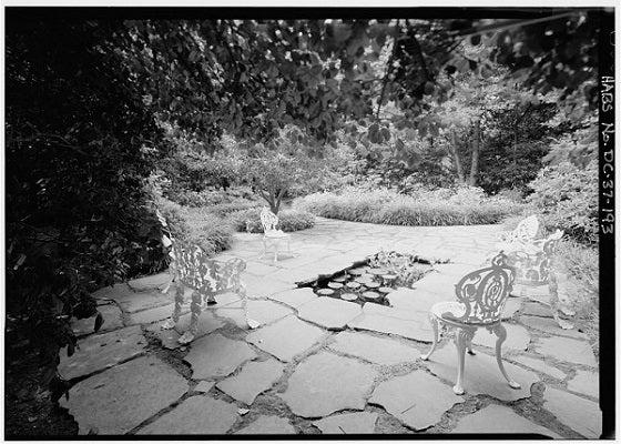 childrens garden in whitehouse