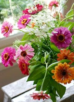 zinnia flower arriangement